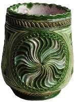 Dit aardewerk is voorzien van versieringen in de zogenaamde Friese kerfsnee-techniek.