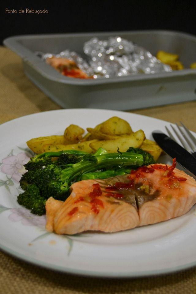 Ponto de Rebuçado Receitas: Salmão e brócolos com sweet chili em papelote