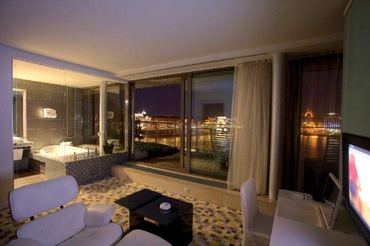 Panorama suite on floor 7 offering splendid view over the Danube river and the city.
