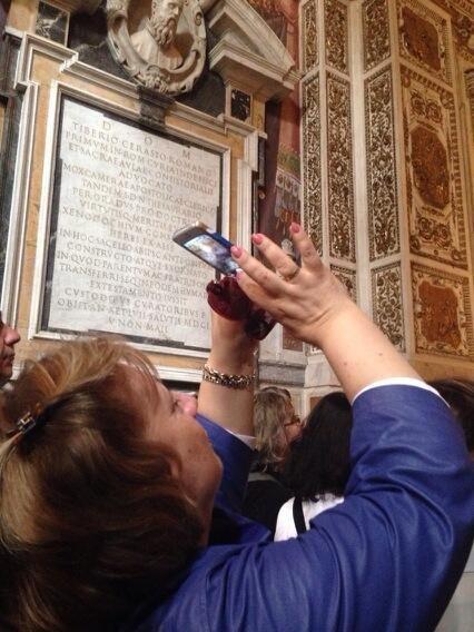 Liberi di fotografare e liberi di invadere a Santa Maria del Popolo #Caravaggio #SMP #invasionidigitali