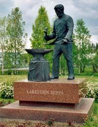 Lakeuden Seppä -patsas. - Kauhava
