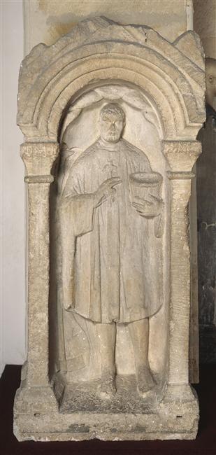 Monument funéraire du vannier Mansuetus:Insciption : D(iis) M(anibus) M(emoriae) / MA(n)SVETVS. 2e siècle, époque gallo-romaine (période). LIEU DE DÉCOUVERTE Saint-Ambroix (Cher) (origine)