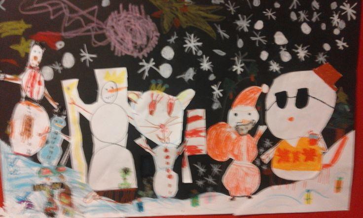 """Wspólny kolaż """"Świat bałwanków"""", uczniowie klasy pierwszej"""