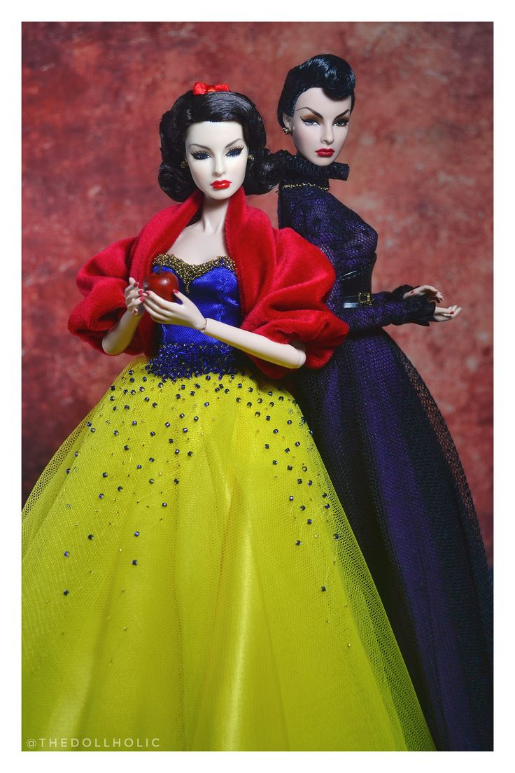 https://flic.kr/p/21toTaR | Snow White and The Evil Queen | The Queen of Everything Agnes Von Weiss as The Evil Queen Festive Decadence Agnes Von Weiss as Snow White  Snow White's Gown is made by Christophee Irah Flores and Eric Benito