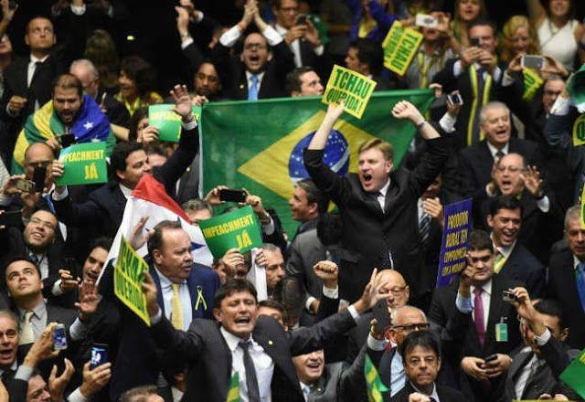 A UN PASO DE OTRO GOLPE DE ESTADO EN LATINOAMERICA: DIPUTADOS APROBARON EL JUICIO POLITICO A DILMA ROUSSEFF    En un ambiente tenso y de gritos los diputados brasileños votaron a favor del juicio político a la presidenta La Cámara de Diputados del Congreso Brasileño aprobó el pedido de juicio político hacia la presidenta Dilma Rousseff. Entre un ambiente tenso lleno de gritos los diputados brasileños votaron a favor de llevar a juicio político a la presidenta acusada de violar normas…