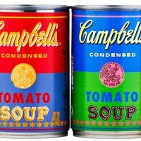 50 anos depois de Andy Warhol desenvolver as latas de sopa Campbell '32', a empresa decidiu prestar uma grande homenagem a sua obra.