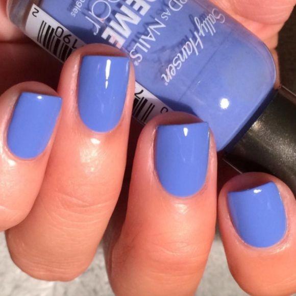 how to wear blue nail polish