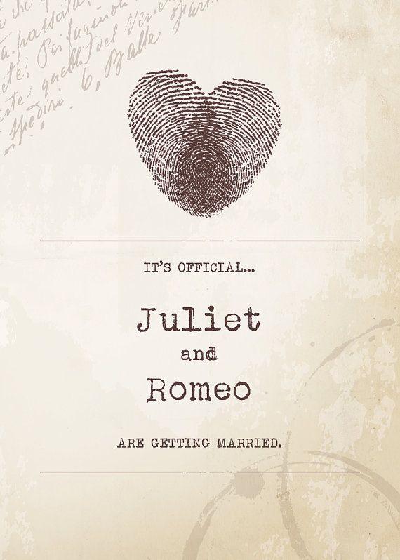 Carton d'invitation avec un cœur fait avec les empreintes digitales des mariés à venir.