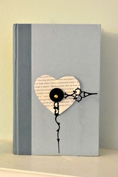 DIY book clock! I am such a book nerd! Doing this!
