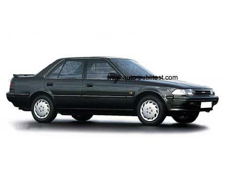 """Toyota Carina II  Omdat ik van diezelfde baas geen 2 liter Sierra mocht nemen (dubbeltje te duur in leasetarief) uit balorigheid bij Toyota binnengestapt en een """"langzame"""" diesel uitgezocht. Net als mijn Honda's zat er weer alles op en aan en heb veel plezier aan de auto beleefd. Nooit spijt van gehad."""