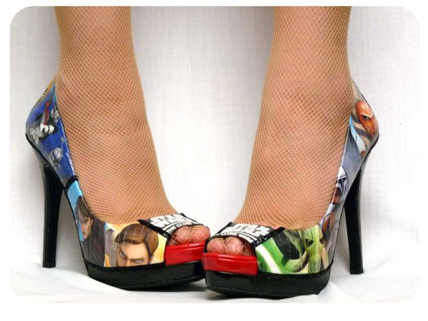 How to decoupage shoes!!! Was really hard to find a good how to. Can't wait to try this!