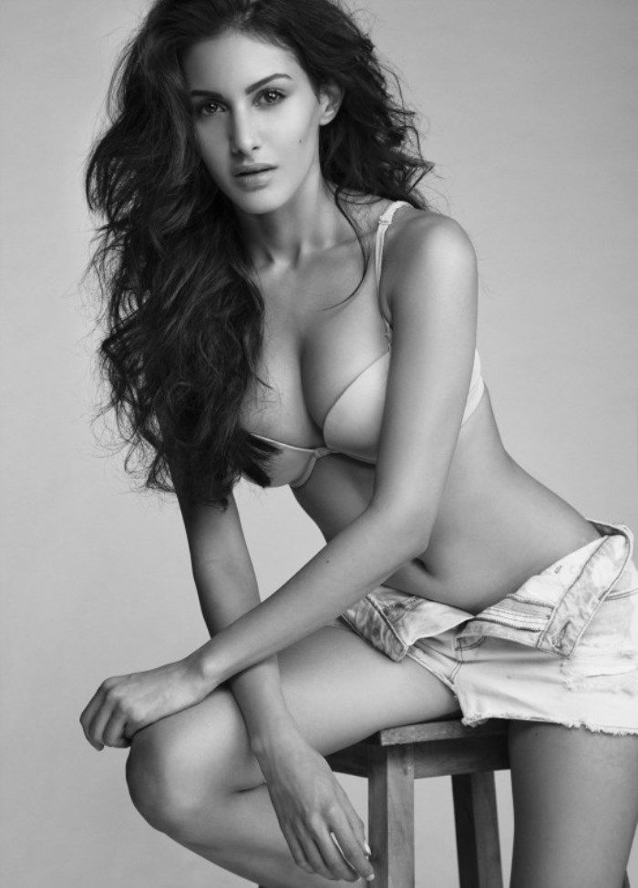 Amyra Dastur Beauty at its best...;)
