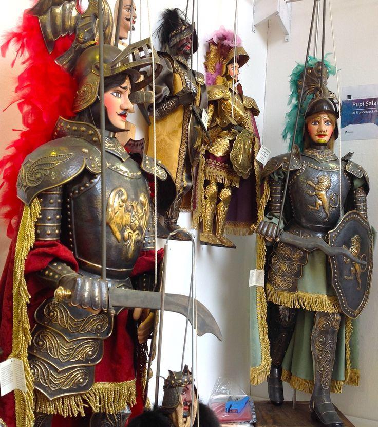 I pupi siciliani Orlando e Rinaldo - Sicilian puppets Orlando and Rinaldo