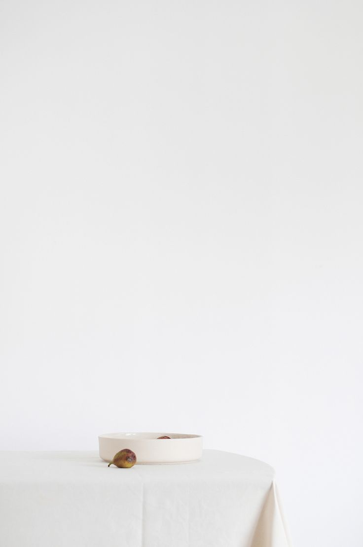 Canvas minimalist stoneware bowl by Mleko Living. Still life with figs. Photograph by Michaela Metesová   #stoneware #ceramics #minimalist #mlekoliving