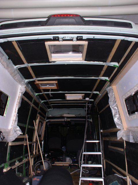 Hier beschreibe ich den Ausbau eines Iveco Daily Kastenwagen zum Reisemobil.