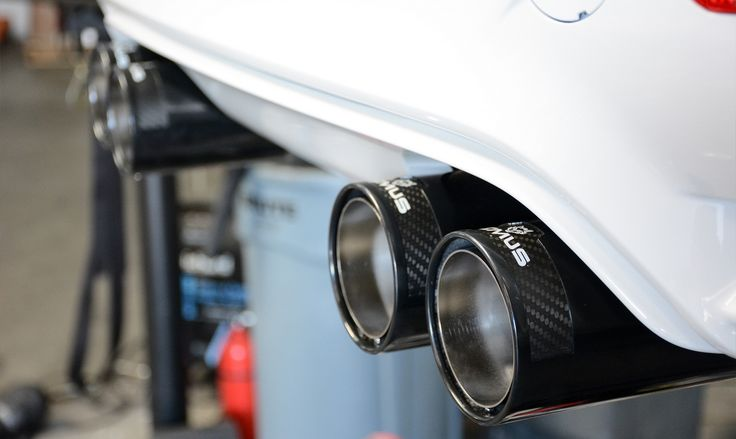 Najlepsze sportowe samochody potrzebują najlepszych układów wydechowych.  Doskonałym na to przykładem jest najnowsze BMW M3 - kultowy już samochód sportowy BMW. Niestety jego dźwięk pozostawia wiele do życzenia...  Z pomoca przychodzi kompletny system Remus, który nie tylko zdecydowanie poprawia brzmienie samochodu, ale również wpływa pozytywnie na jego osiągi oraz  - dzięki carbonowym końcówkom - na wygląd BMW M3.  Zapraszamy! Remus Polska http://www.remus-polska.pl/