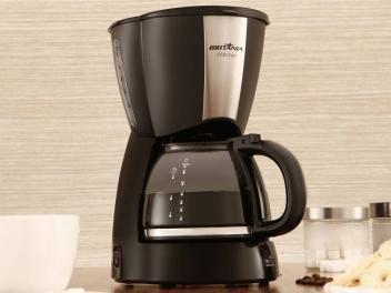 Cafeteira Elétrica Britânia CP30 30 Xícaras Inox - Preto de R$ 99,00 por R$ 89,90