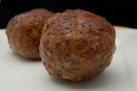 Mama's gehaktbal  rundergehakt  ei  melk  paneermeel  gehaktkruiden (gezout)  maggi  zout  peper