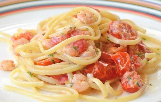 spaghetti met garnalen en room of spaghetti ai gamberi.