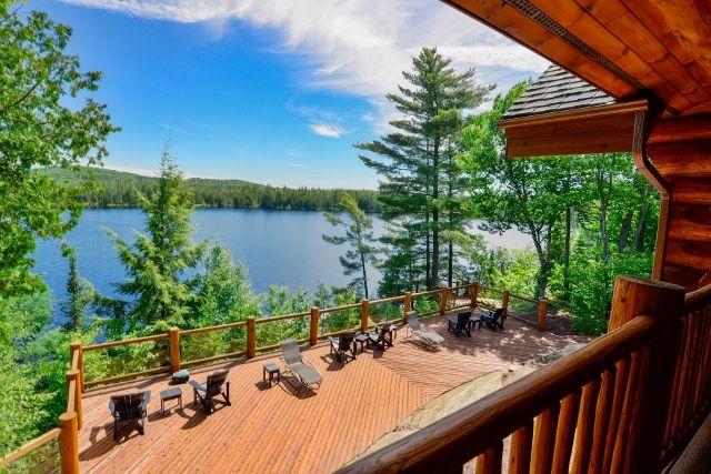 Scenic Views. Unspoiled Nature. Delightful Off-the-grid yet fully loaded #log #lakehouse in #Muskoka #cottagecountry #realestate #property #forsale #investinstyle