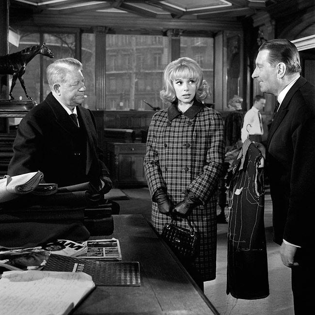 """Jean Gabin avec """"la grande sauterelle"""", Mireille Darc et Alfred Adam dans le film """"Monsieur""""   de Jean-Paul le Chanois - 1964. © Copyright Claude Schwartz"""