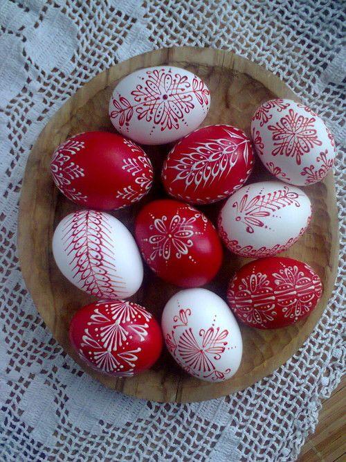 10 červenobílých kraslic