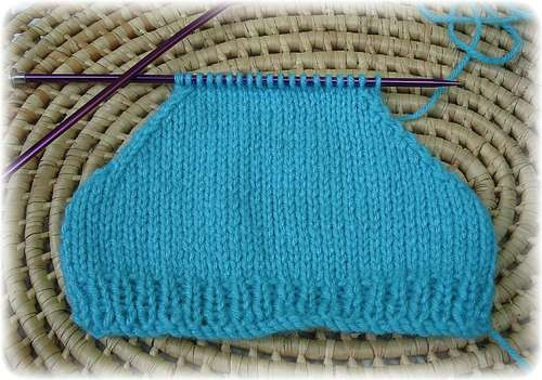 How To Decrease The Number Of Stitches In Knitting : How to Decrease Neatly to Form the Shaping of Shoulder Seams on Knitted Sleev...