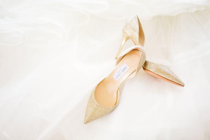 Золотые свадебные туфли Jimmy Choo.