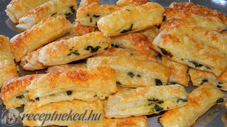 Hozzávalók: 1 csomag vajas-leveles tészta 10-12 levél medvehagyma 6-7 ek tejföl 35-40 dkg reszelt sajt só Elkészítése: A kiolvadt vajas tésztalapokat vékon