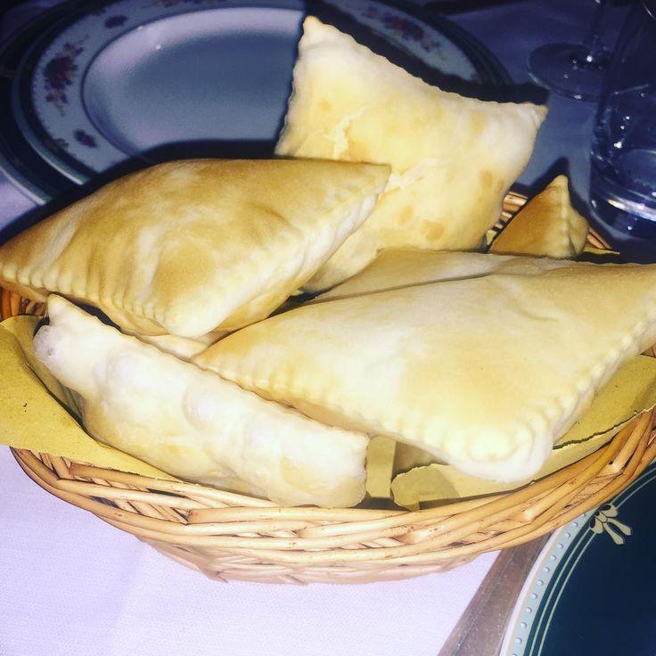 Gnocco Fritto Emiliano.. una bontà vera e propria! Per i dettagli seguite il link in bio⤴️ #prenotatoperdue #blog #blogger #gnoccofritto #reggioemilia #tradizione #tradition #foodie #food #cibo #ristorante #lovefood #couple #coppia #simangia http://www.butimag.com/ristorante/post/1468824407694414498_2204900397/?code=BRiUARCDJKi