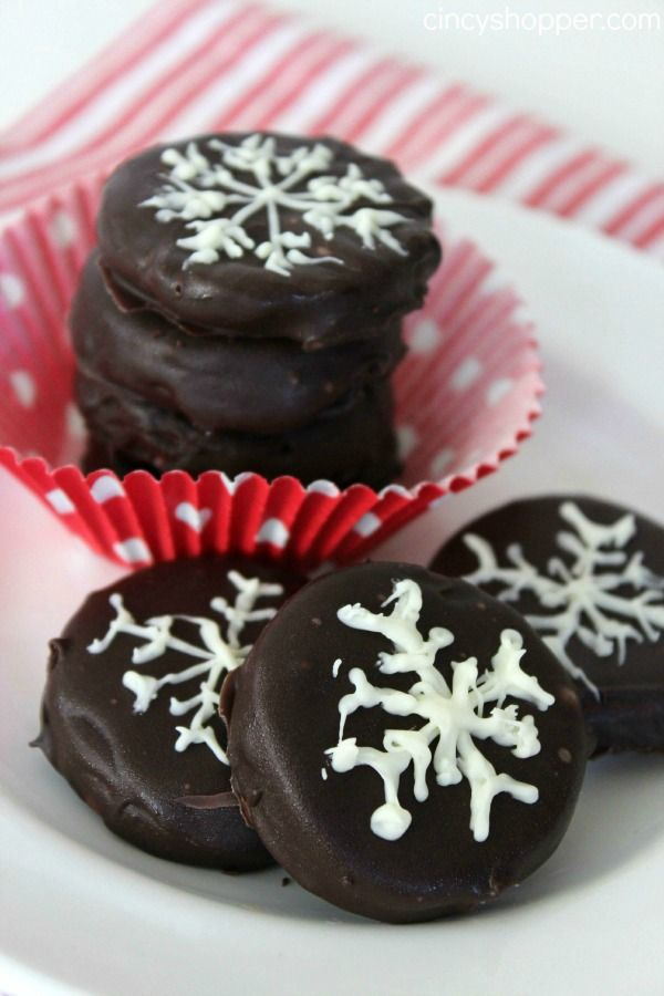 Peppermint empanadas caseras Recipe- Estas empanadas de menta son excelentes para disfrutar de sí mismo o para regalar en estas fiestas.  Super rápido y tan fácil de hacer en casa.