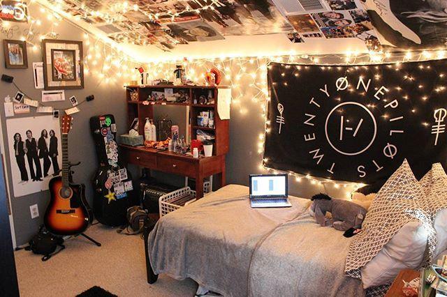 #cozyinteriors #cozy #interior #design #interiordesign #room #bed #bedroom #chill #cuddle #sleep #college #uni #dorm #decor #roomdecor #wall #punk #music #hippie #boho #bohemian #lights #vinyl #home #house #guitar #cool #rock