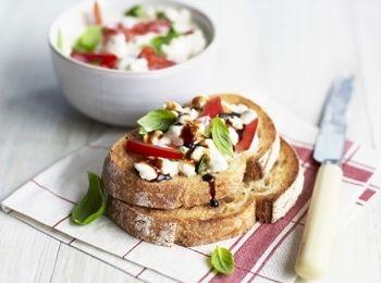 Sandvici cu brânză și ardei gras Un prânz proaspăt la pachet sau un mic dejun aromat. Reţete cu ardei, Internationala, Reţete de sandwich, Pentru familie, Rețete pentru luat la pachet, Reţete cu oţet balsamic, Rețete cu 5 ingrediente sau mai puțin, Reţete cu brânză, Vegetariana, Rețete sub 20 de minute, Rețete pentru mic dejun