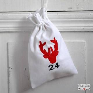 shabbyflair - 24 Beutel / Säckchen für den Adventskalender mit Rentier-Stickerei - HANDMADE WITH LOVE