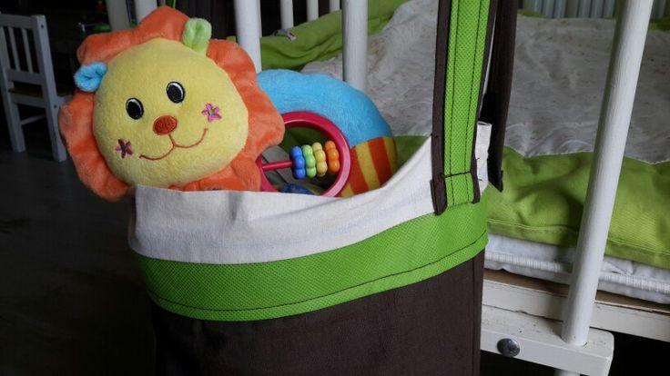 Zelf ontworpen: een tas voor aan de babybox met klittenband