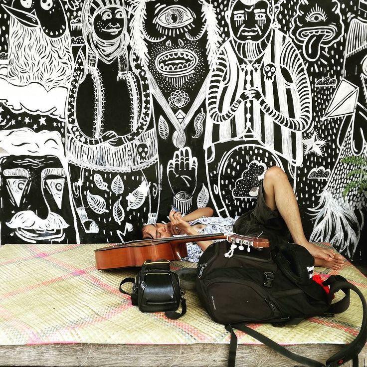 rompyok kopi yang dikelola komunitas kertas budaya menjadi salah satu tempat alternatif di negara sekitar 3 jam perjalanan dr denpasar.  tak hanya ada warung kopi kecil tapi juga tempat ngobrol nonton bareng menikmati karya-karya sastra atau sekadar rebahan menikmati limpahan wifi.  #negara #kopi #kopi #komunitas