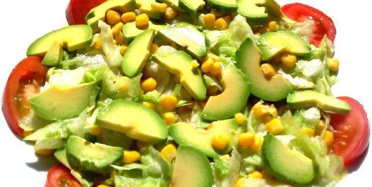 Prepara esta ensalada con maíz a la parrilla.Al colocar las mazorcas de maíz a la parrilla adquiere un sabor ahumado completamente delicioso, además, con la compañía deltomate y aguacate será …