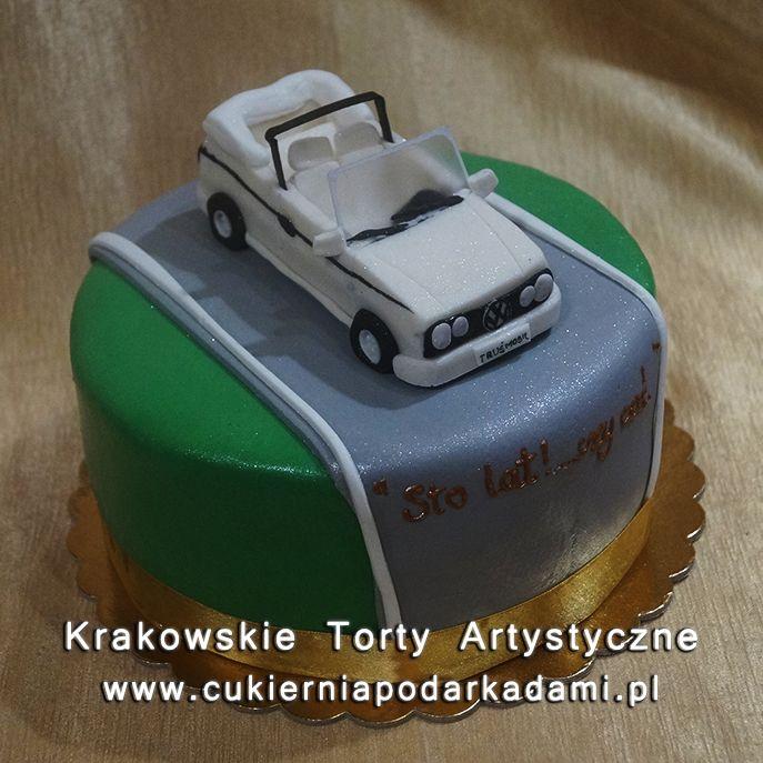 135. Tort z samochodem z lukru białym volkswagenem cabrio. White volkswagen cabrio car cake.