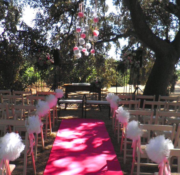 Ceremonia civil con pompones en hoya de cadenas deco - Decoracion con pompones ...