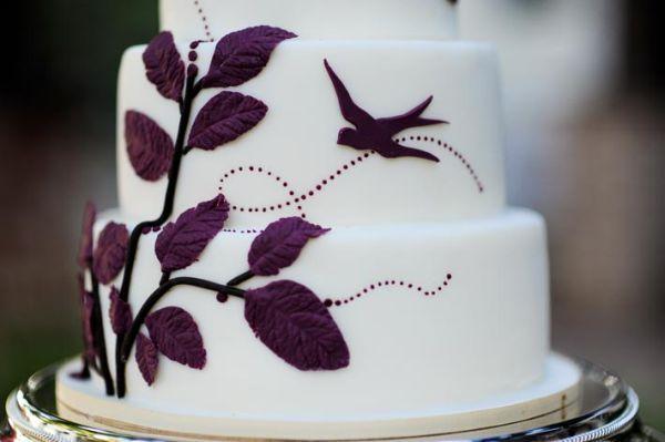 Lila esküvői torták