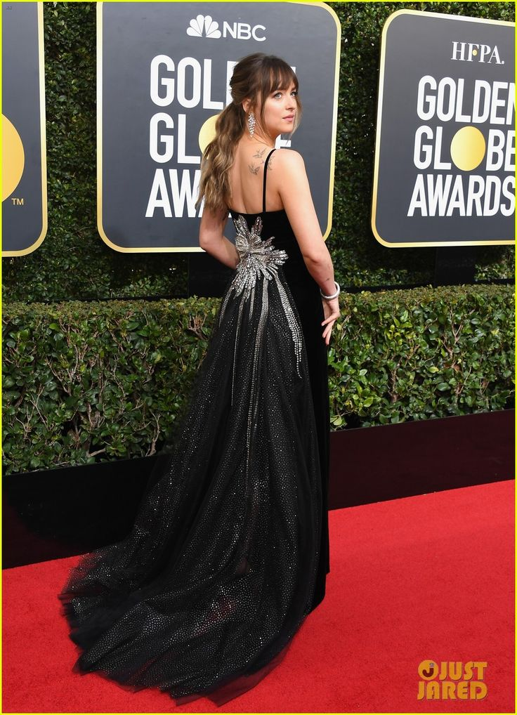 2018 Golden Globes: This is the back of the gorgeous velvet Gucci gown Dakota is wearing on the red carpet! Obsessed! One of the best dressed looks!