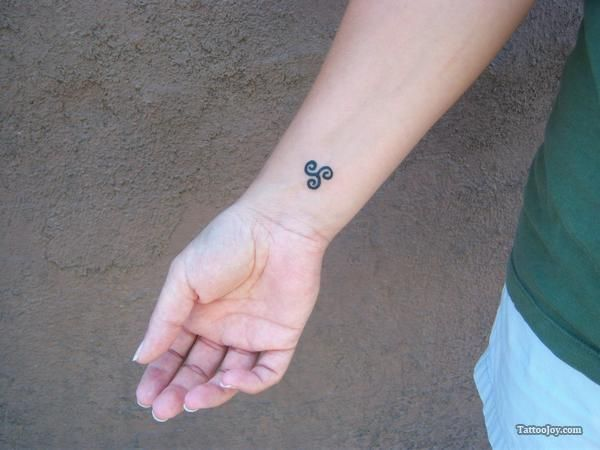 Celtic symbol for sister. If I ever got matching tattoos with my sisters