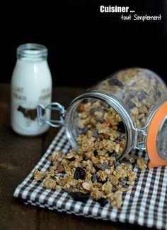 Mon premier granola maison. J'ai obtenu un granola très croustillant ... comme nous l'aimons à la maison ;0)) Ingrédients 140g de flocons d'avoine 20g de farine 40g de sucre en poudre 60g de miel liquide 30g de noix de Coco râpé 30g de riz souflé 60g...