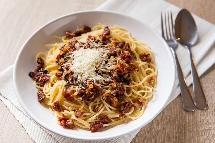 Špagety se slaninou a sušenými rajčaty
