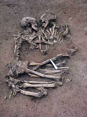 For 6,000 years, two young lovers have been locked in an eternal embrace, hidden from the eyes of the world. This past weekend, the Lovers of Valdaro — named for the little village near Mantua, in northern Italy, where they were first discovered — were seen by the public for the first time. <3 forever  The lovers are in fact two human skeletons, dating back to the Neolithic era; they were found in a necropolis in the nearby village6000 Years, Human Skeleton, Death, Northern Italy, True Love, Skeletons, The Cities, Things, Eternity Embrace