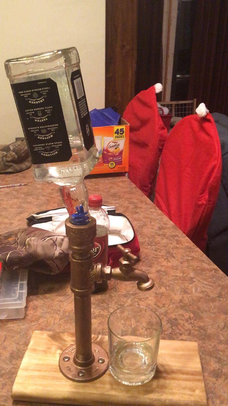 Liquor dispenser flasche pinterest getr nkehalter for Diy liquor bar