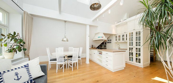 Avar katusekorter, mis kombineerib minimalismi ja meretemaatikat - Moodne Kodu