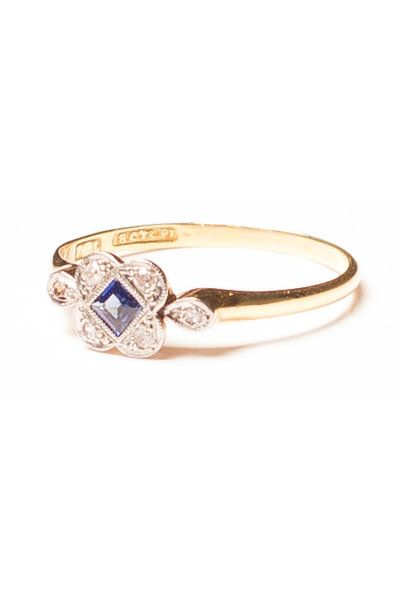 Such a gorgeous 1920's piece. Square cut blue sapphie framed by beautifully cut diamonds in an 18ct gold setting. Would make the perfect engagement ring.