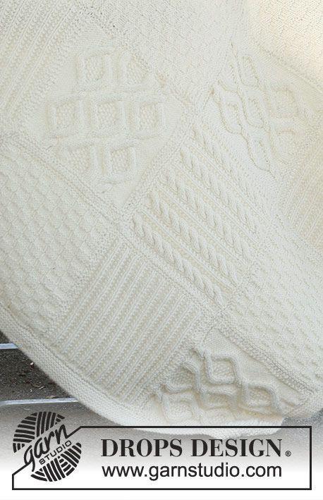 Couverture DROPS composée de carrés tricotés en différents points structurés en «Nepal».