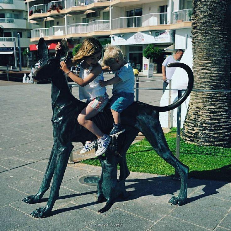 A Galopar a galopar hasta enterrarlos en el mar!  Rafael Alberti #tropoIbicenco #sun #landscape #landscapephotography #panorama #panoramic #panoramica #beach #sea #dog #vsco #vscogood #vscogrid #vscohub #vscocam #photooftheday #sony #sonyA7 #A7 #mamaloop11 #sonyAlpha #ibiza #ibiza2017 #ibizalife #ibizalove #humonegrophoto #travel #trip #travelgram #instatrip -------------------------------------------------- Todos los derechos reservados  tropocolo 2017